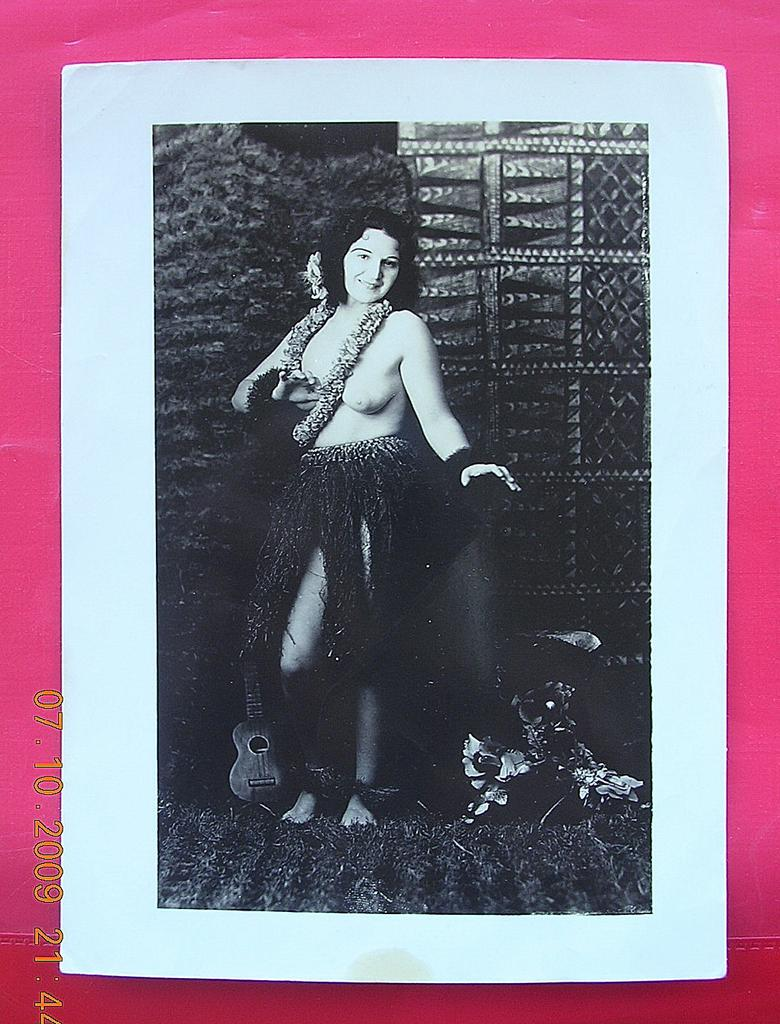 WW2 Vintage Photograph of Topless Hawaiian Hula Girl