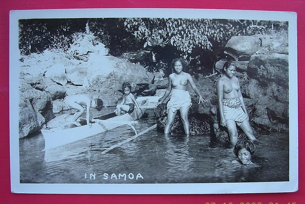 Vintage Photo Postcard Of Semi Naked Samoan Girls Bathing -6484