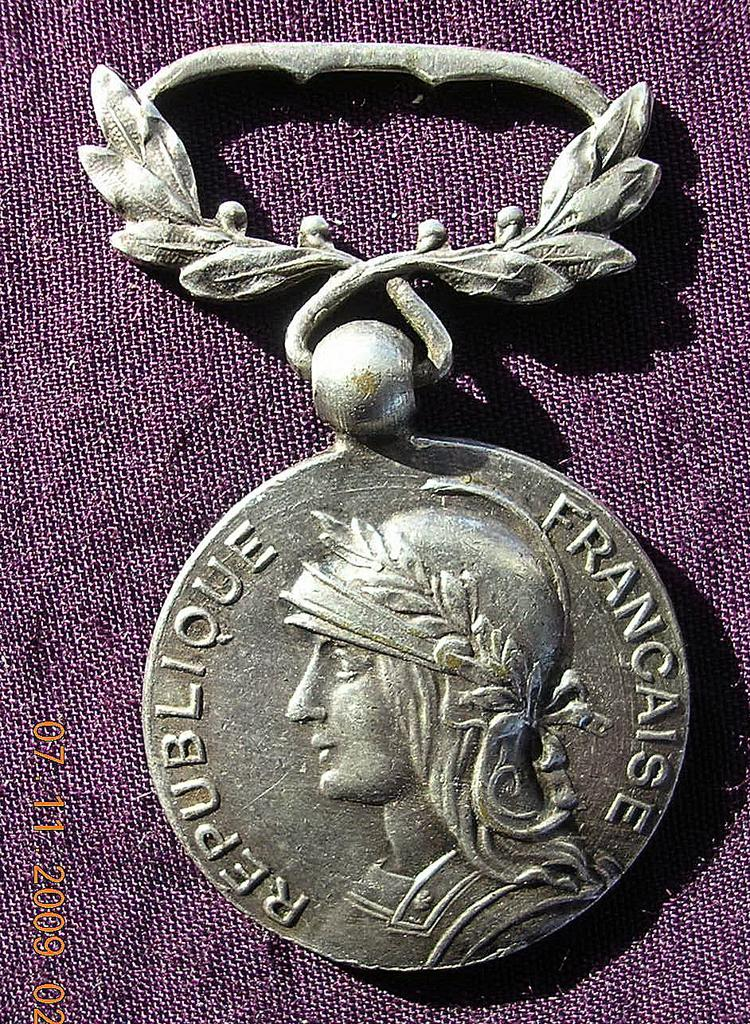 "French Indo China ""Medaille Coloniale"" With Laurel Leaves Circa 1940-50"