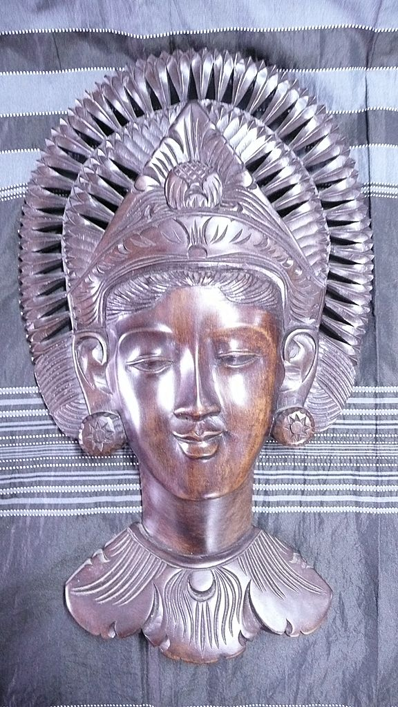 Stunning Balinese HEAD of Lady with 'Fan- Shaped' Headdress
