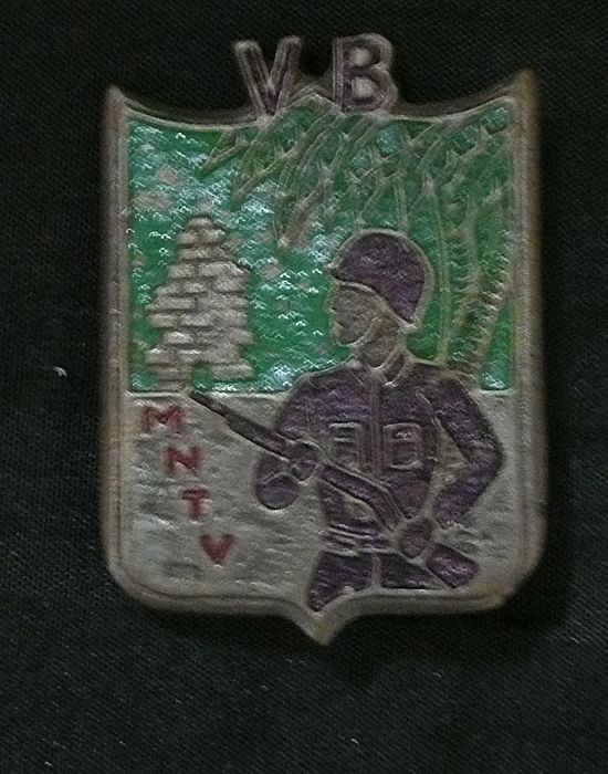 Saigon Militaria - French Indochine War - Foreign Legion  Badge
