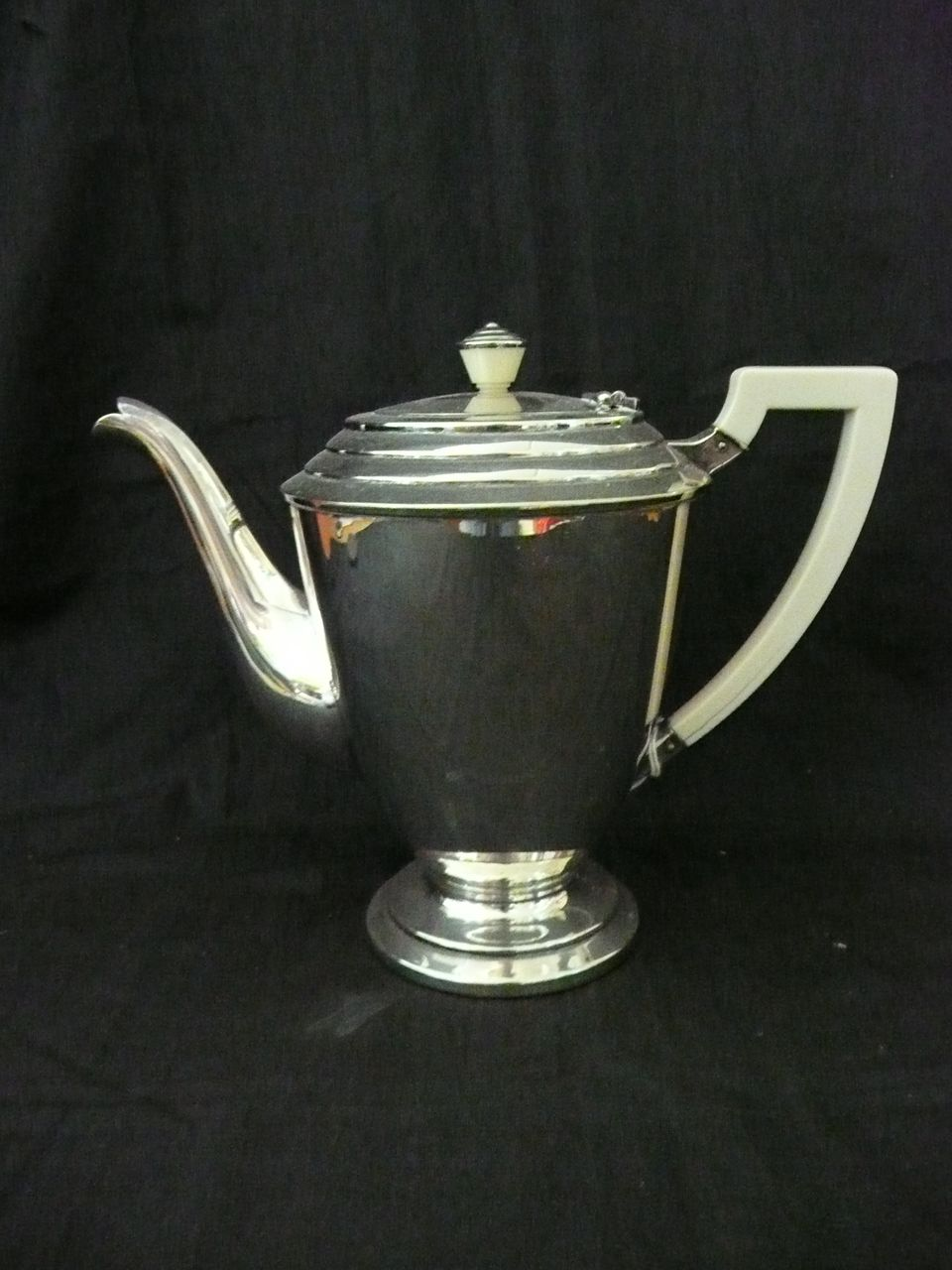 ART DECO Heckworth Tea Pot Circa 1930's