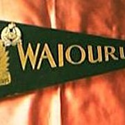 "Vintage NZ ARMY "" Waiouru Tank Regiment"" Pennant & Badges"