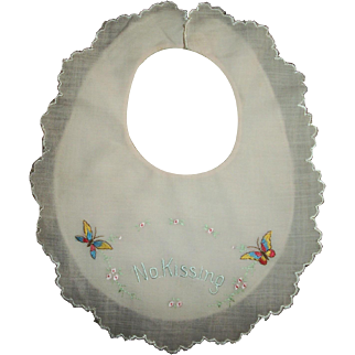 """Vintage Effanbee Dy-Dee Lou Embroidered """"No Kissing"""" Bib"""