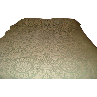 Beautiful Quaker Lace Tablecloth