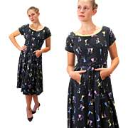 1950s Parasol Ladies Novelty Print Dress S/M