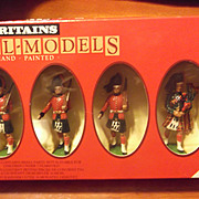 Britains Black Watch  Officer, Piper and 4 Men  Toy Soldiers