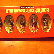 Britains Vintage 7237 SCOTS GUARDS PIPER AND 5 MARCHING Soldiers Excellent Condition