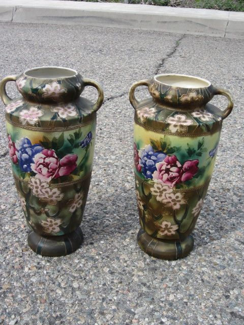 Pair of Japanese  Hand painted Vases With Gold Japan Porcelain