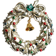 Vintage Enameled & Rhinestone Wreath Christmas Pin w. Dangle Bell