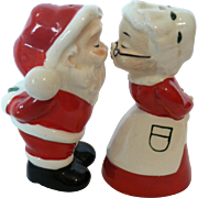1940's-50's Kissing Santa & Mrs. Claus Salt / Pepper Christmas Shakers Old Japan
