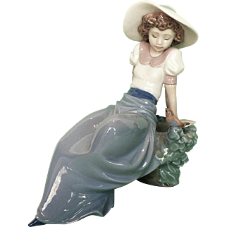 """Vintage NAO By Lladro Spanish Porcelain Figurine #1042 """"Listening To The Bird's Songs"""""""