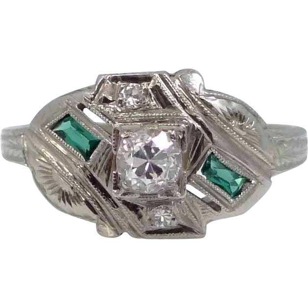 18k White Gold Diamond and Emeralds Art Deco Ring