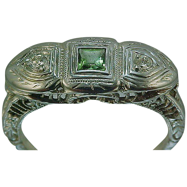 18k White Gold Filigree Diamond & Peridot Art Deco Ring