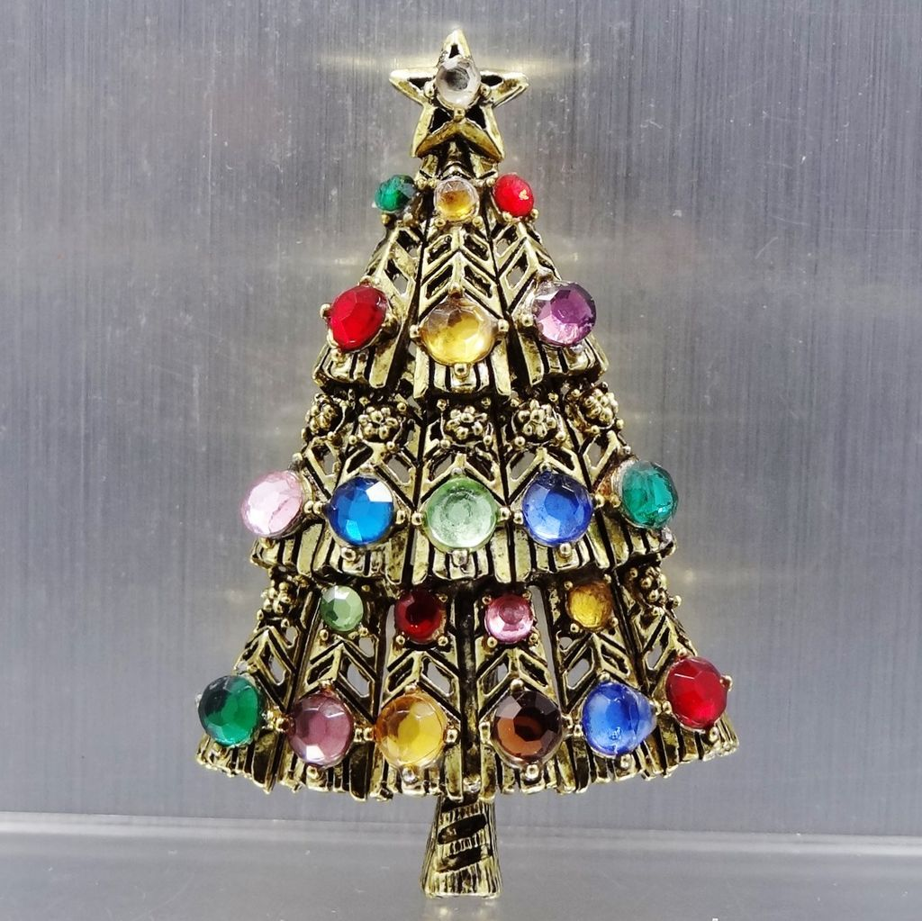 Color Switch Christmas Tree: Hollycraft Multi Color Christmas Tree Pin From Mur-sadies