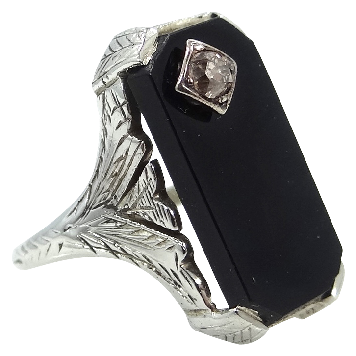 18k White Gold Filigree Onyx & Diamond Ladies Ring