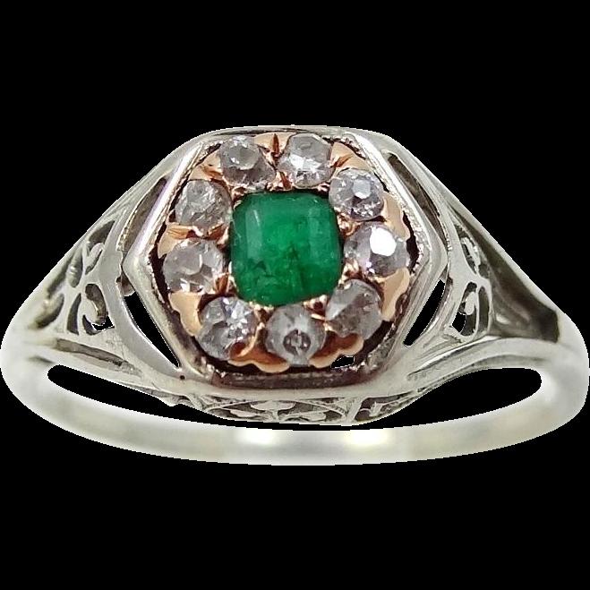 18k Gold Art Deco Diamonds and Emerald Filigree Ring