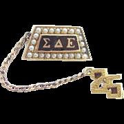 10k Gold Sigma Delta Epsilon Enamel Seed Pearls Fraternity Pin 1925
