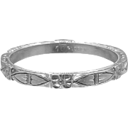 18k White Gold Art Deco Hearts and Flowers Wedding Band Stacking Ring Signed Florentine