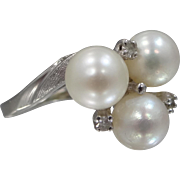 14k White Gold Diamonds and Cultured Pearls Ring