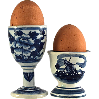 DE DELFTSE PAUW and CHINESE Export Porcelain hand painted blue and white egg cups (2)