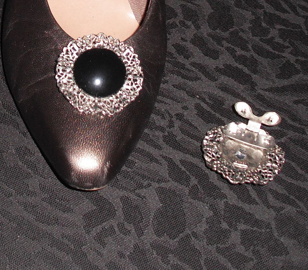 Vintage Round Metal Filigree Shoe Clip with Faux Jet Center by MUSI
