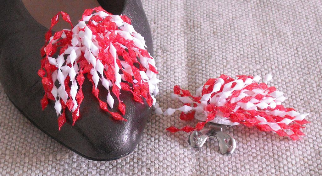 MUSI Shoe Clip – Cascade of Beads – Red/White