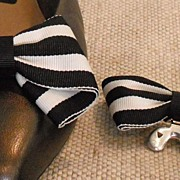 Vintage MUSI Shoe Clip – Black and White Striped Fabric