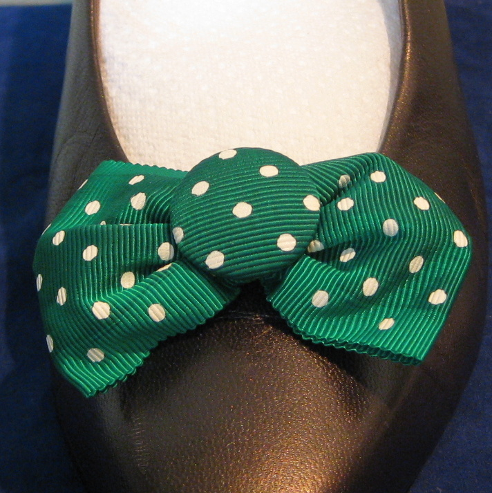 MUSI Shoe Clip - Kelly Green with White Dots