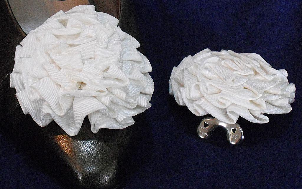 MUSI Shoe Clip - White Faille Rosette