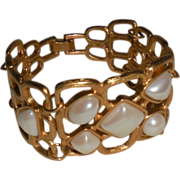 Vintage Avon Gold Plated Bracelet with Faux Pearls  7 inches