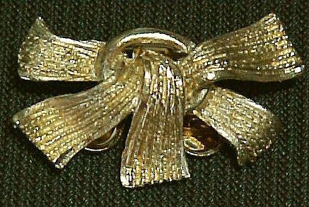 Vintage Metal Ribbons Pin by MUSI