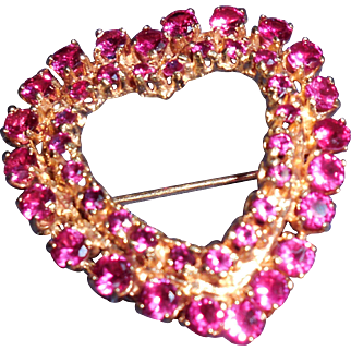 Unmarked 14 Kt Yellow Gold Heart Pin Brooch with Pink Sapphires