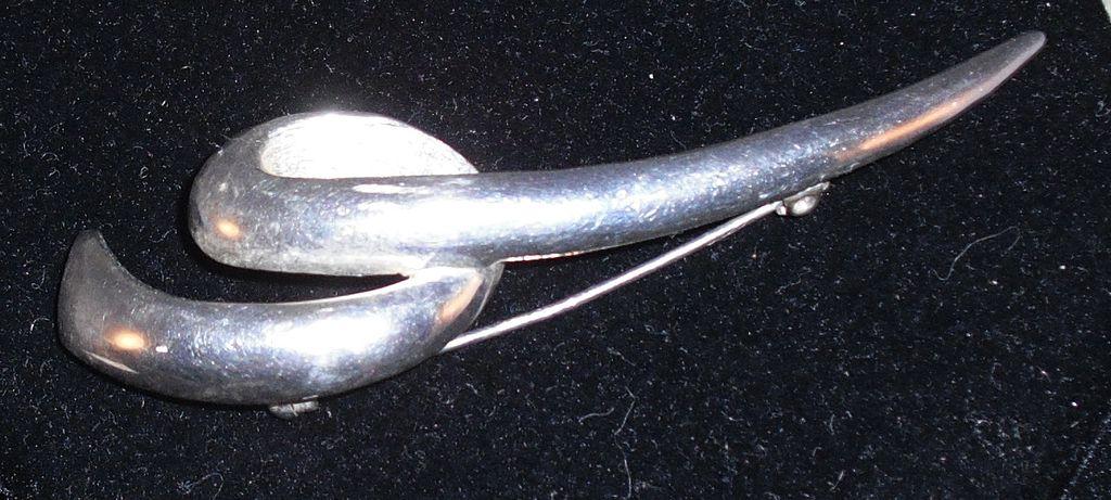 Squiggle Pin