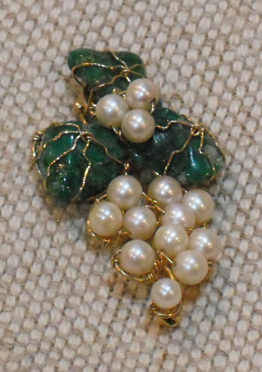 10 K Yellow Gold Jade / Pearls Pin