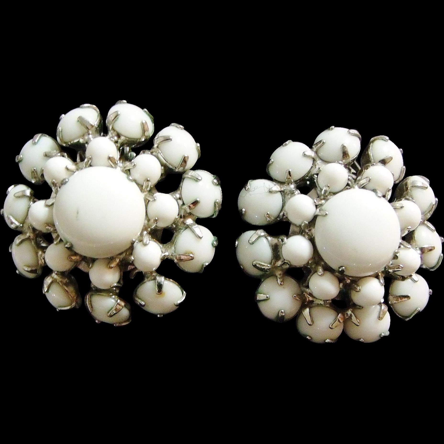 Nice White/Milk Glass Vintage Clip on Earrings