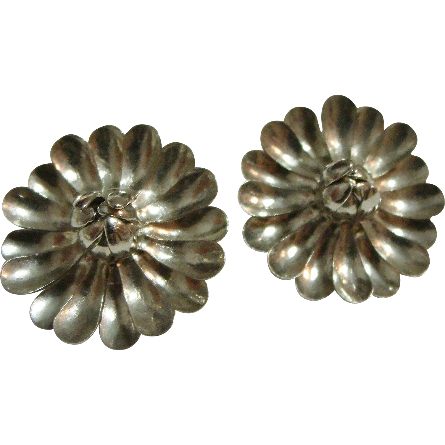 3-D Flowers 60's Clip-on Earrings Silver-tone BED