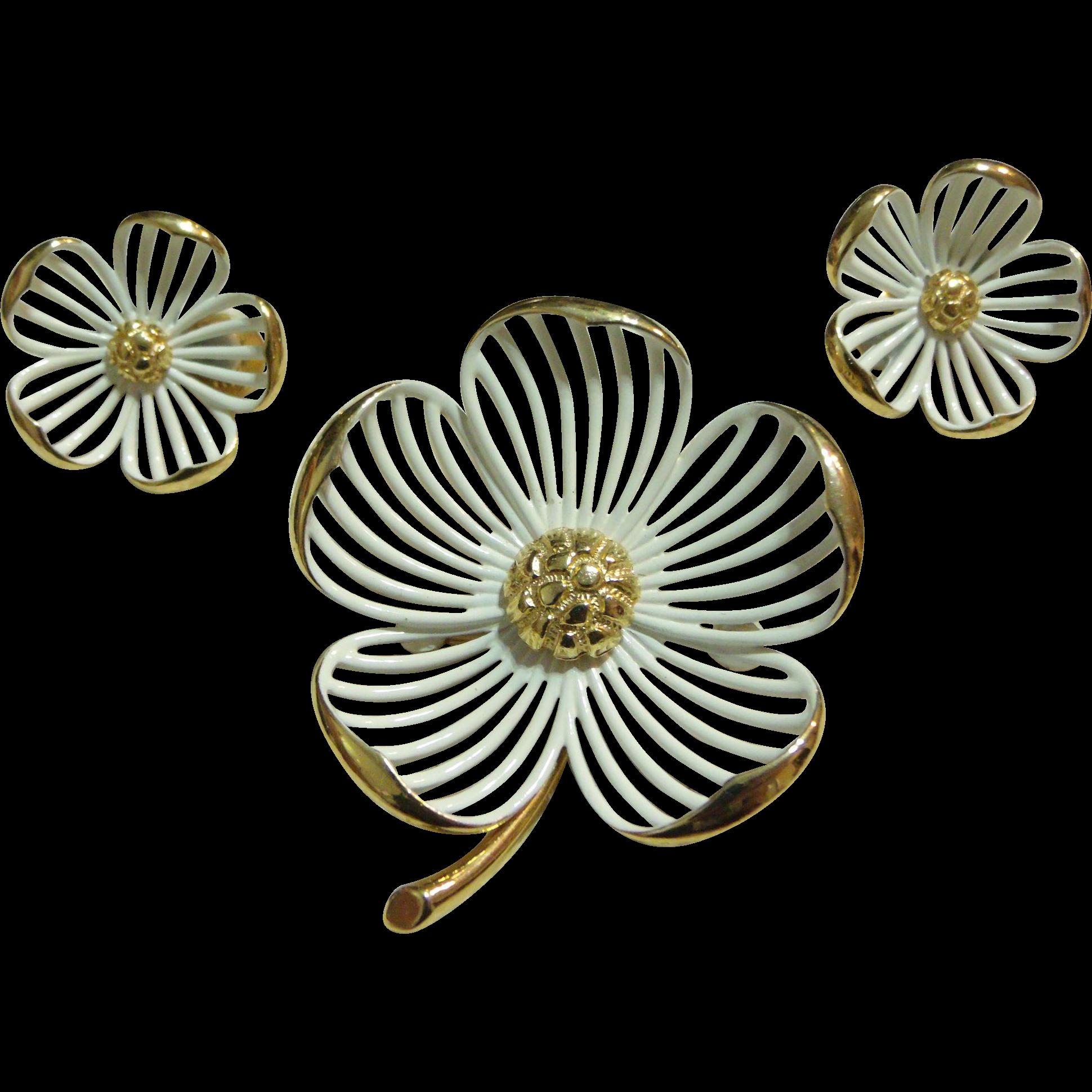 70's Monet Dogwood White Enamel on Gold-tone Flower Pin / Earrings Set