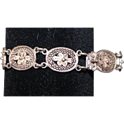 Fantastic Filigree Bracelet Vintage Lovely Gold-tone