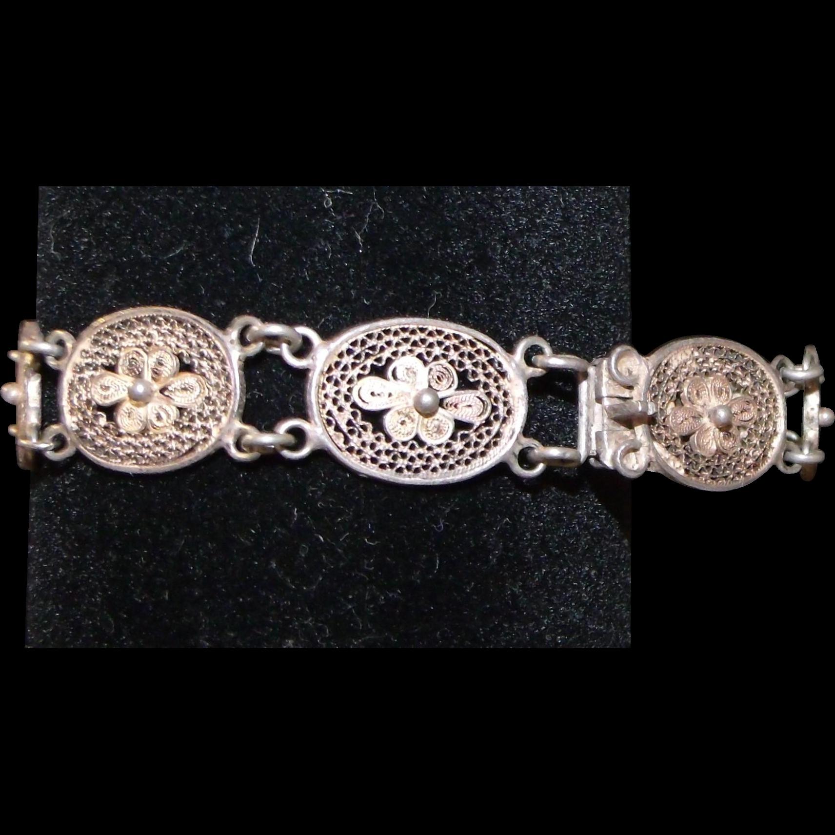 Fantastic Filigree Bracelet Vintage Lovely Gold-tone