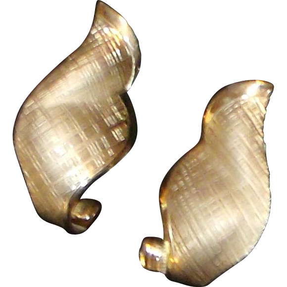 Vintage Designer Giovanni Gold Tone Scrolled Wing Earrings