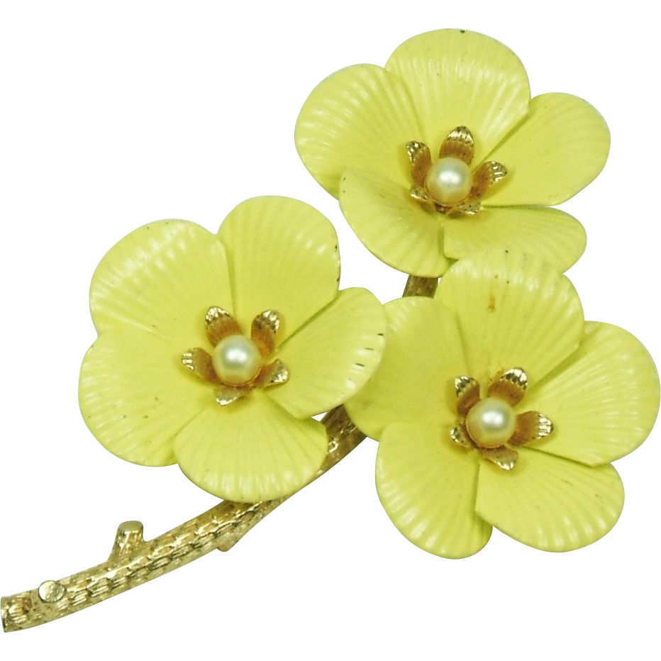 Sarah Coventry Yellow Enamel Flower  Pin Brooch Goldtone / faux Pearls center