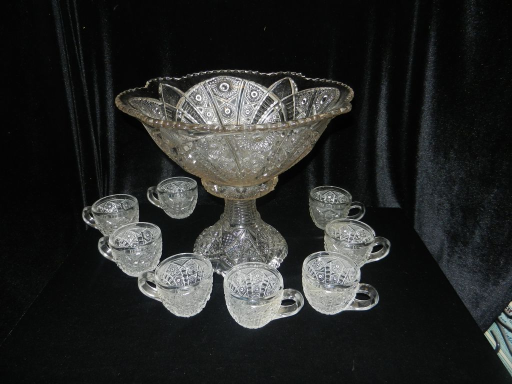 Vintage Indiana Glass Paneled Daisy and Fine Cut punch bowl