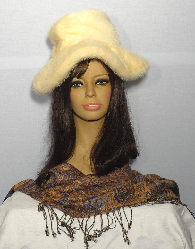 Vintaage 1970s Leslie James Blonde Mink Wide Brim Hat