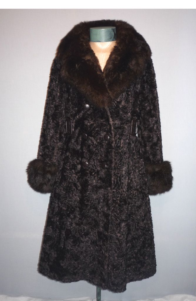 Vintage Late 1960s   Early 1970s Sportowne Faux Fur Coat With Genuine Fox Fur Collar and Cuffs