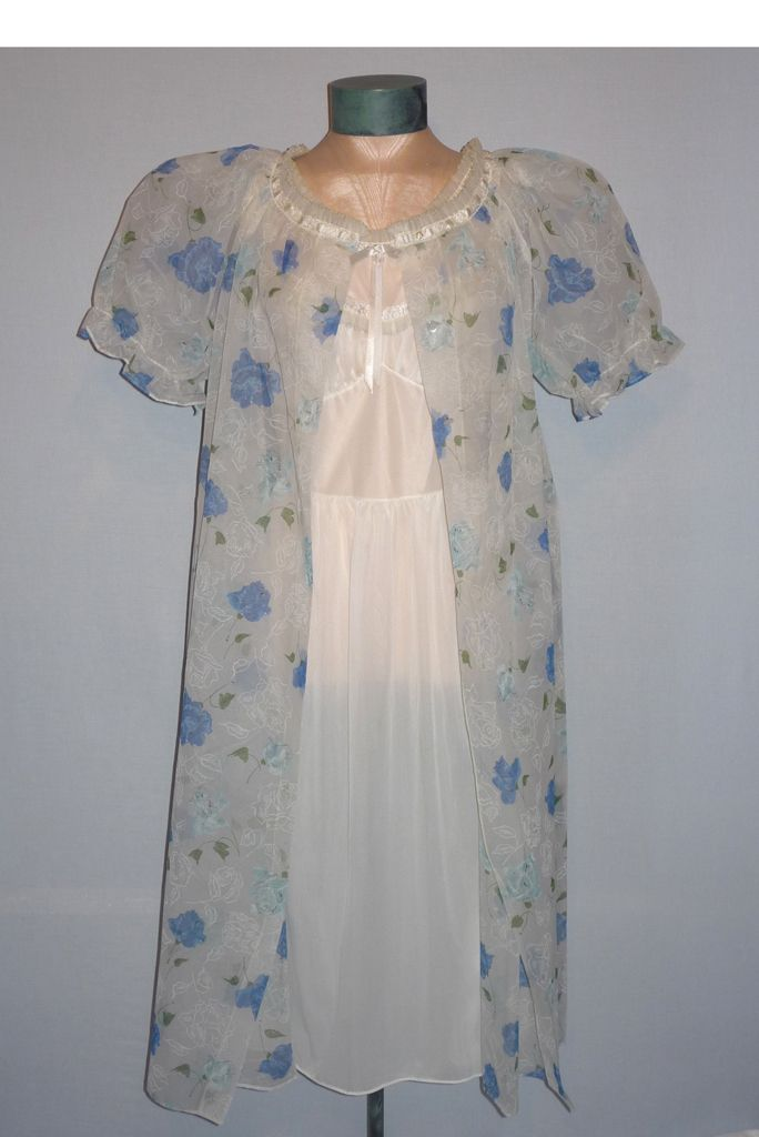 Vintage 1950s  Tula Designers Collection Peignoir Set