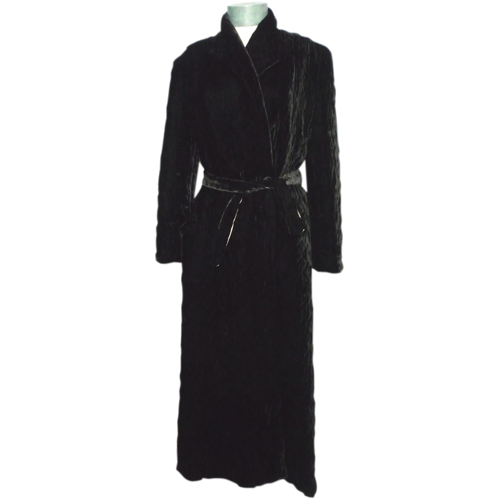 Antique Dressing Gown: Vintage 1950s Black Velvet Quilted Dressing Gown From
