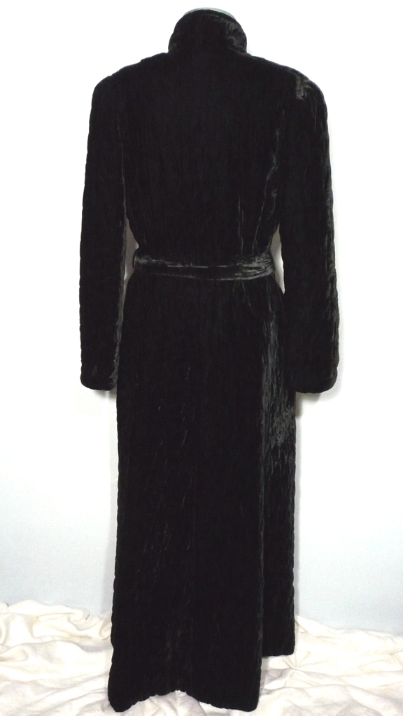 Vintage 1950s Black Velvet Quilted Dressing Gown from ... : quilted dressing gown - Adamdwight.com