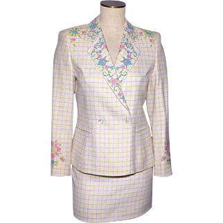 1990s Escada White Wool Suit 2pc Floral Cross Stitch Embroidery US Size 4