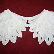 Vintage White Leaf Openwork Collar